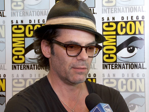 """Zoo"" Stars Billy Burke, Kristen Connolly, & James Wolk Name Their Fave Animals"